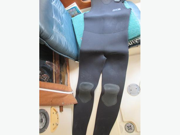 Mens used wetsuit
