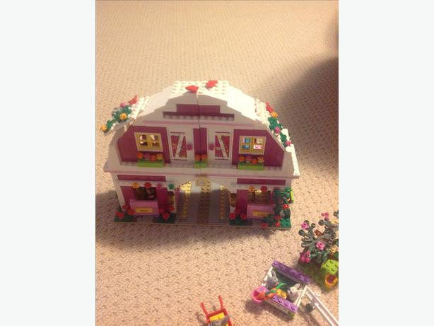 Lego friends barn