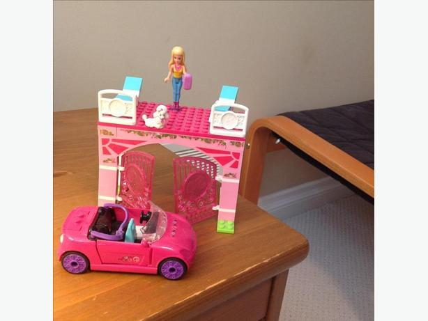 Barbie Lego car and gate set