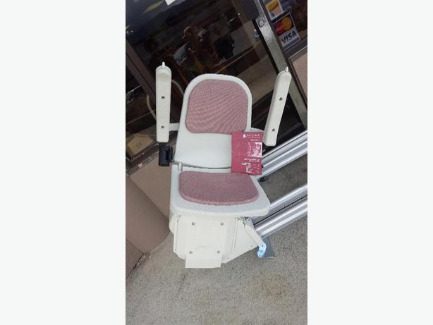 Acorn Superglide Straight 120  Stairlift