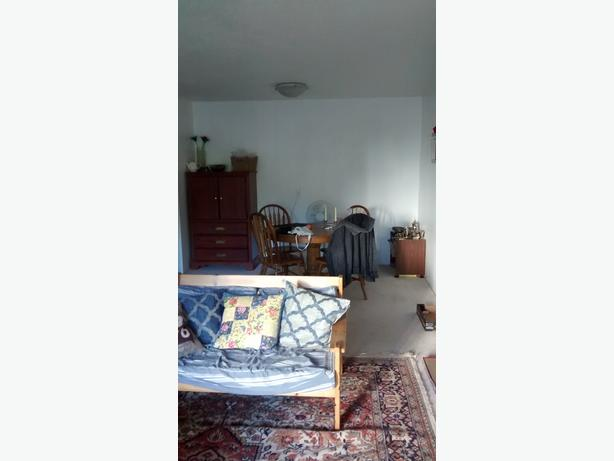 1 Bedroom For Rent In Spacious 2 Bedroom Apartment In Fairfield Victoria City Victoria