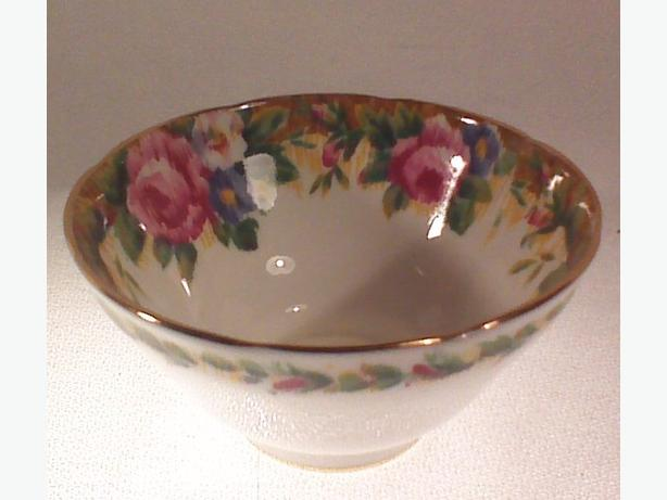 Paragon Tapestry Rose sugar bowl