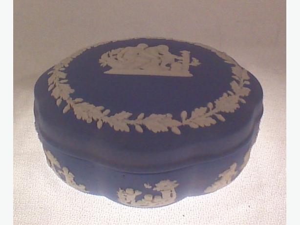 Wedgwood jasperware trinket box
