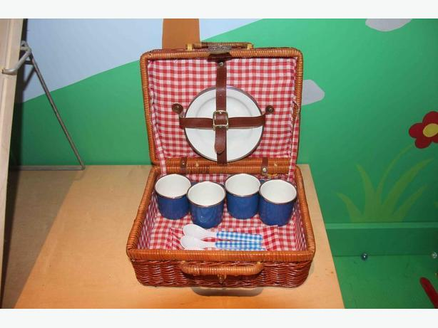 Wicker Pretend & Play Picnic Basket