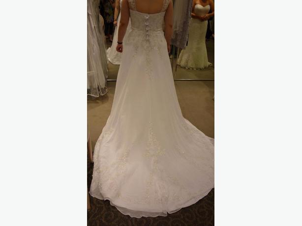 NWT - David's Bridal, V9010, size 14
