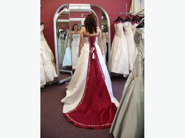 NWT - Romantic Bridals, size 10