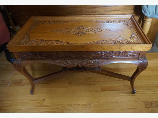 4u2c ornate carved wood coffee table gloucester ottawa. Black Bedroom Furniture Sets. Home Design Ideas