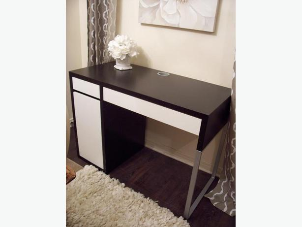 ikea black and white computer desk in great condition gloucester ottawa. Black Bedroom Furniture Sets. Home Design Ideas