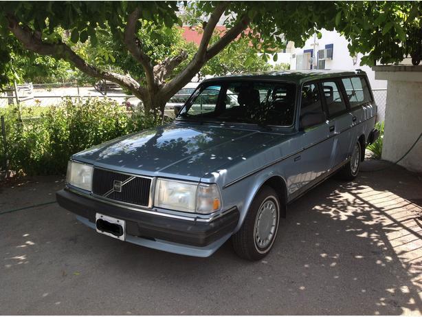 1989 Volvo 240 DL station wagon