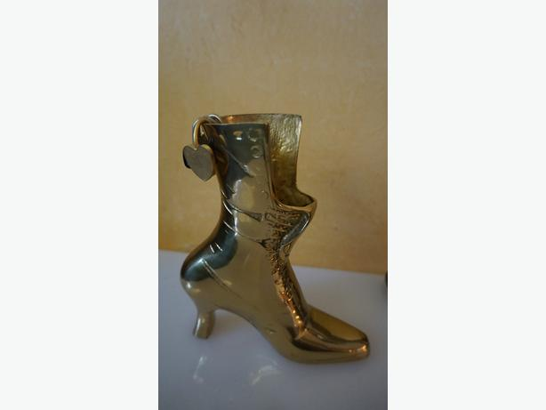 4U2C VINTAGE BRASS LADIES BOOT WITH SWIVEL STICKS