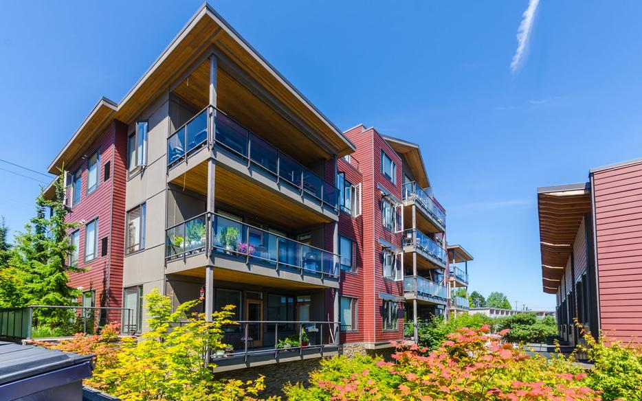 Beautiful condo 104 580 stewart ave nanaimo central for 104 terrace view ave