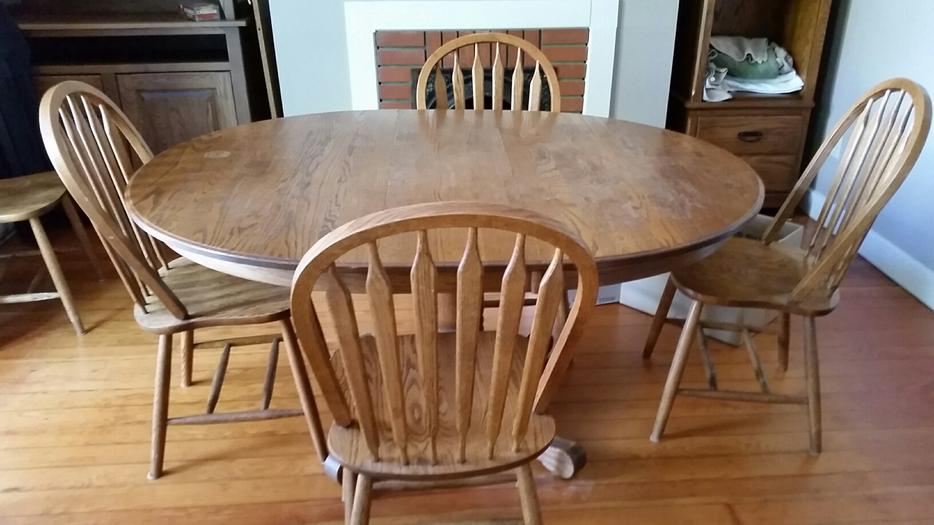 Oak Round Dining Room Set With Small China Cabinet Victoria City Victoria