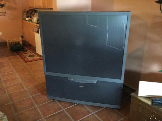 Free 53 inch floor model tv port alberni ucluelet for Floor model tv