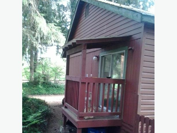 Bachelor suite type room  w/ private entrance, near Qualicum