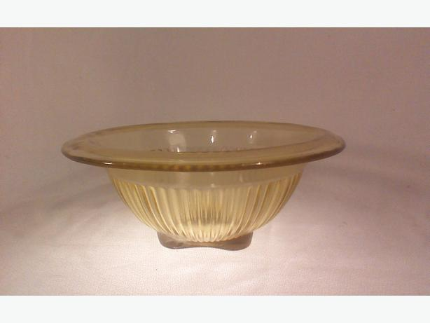 Federal Golden Glow ribbed mixing bowl