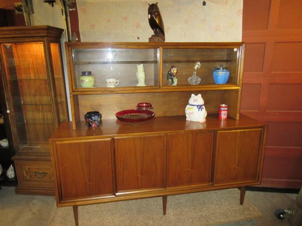 ESTATE 1960S WALNUT CHINA CABINET / HUTCH