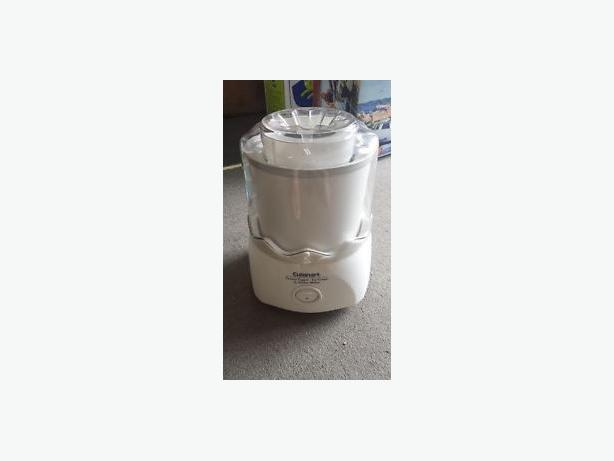 CUISINART FROZEN YOGURT - ICE CREAM MAKER