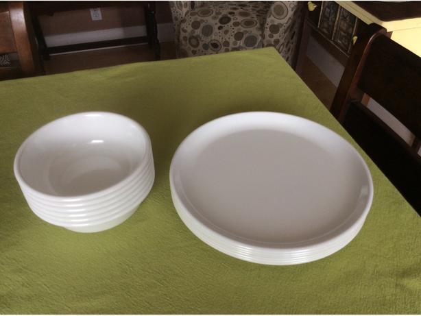 Rubbermaid white melamine bowls (X6) & dinner plates (X6 ...