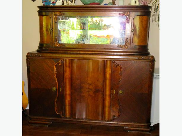 buffet/china cabinet
