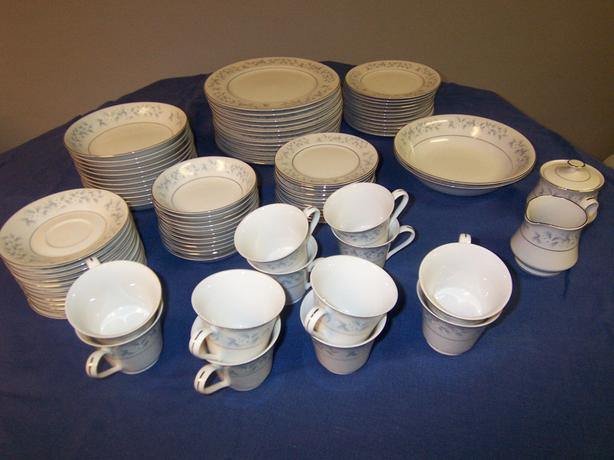 88 PIECE TOWN HOUSE CHINAWARE