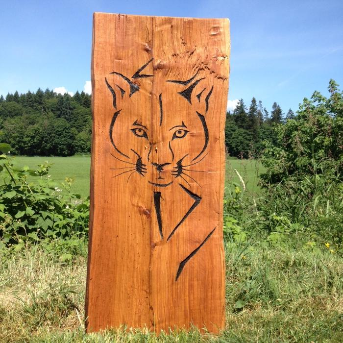 Ft cedar chainsaw carving outside victoria