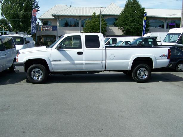 2005 Chevrolet 2500 Extended Cab 4x4 Long Box Pickup..