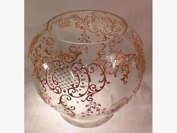Glass ball-shaped vase centrepiece