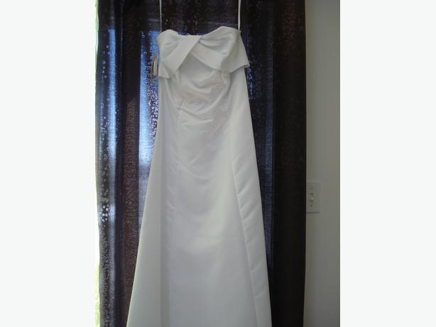 SIMPLE WEDDING DRESS XS