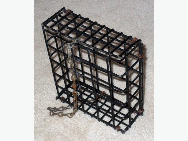 Good Condition 1 Cake Black Wire Suet Basket Feeder for Birds