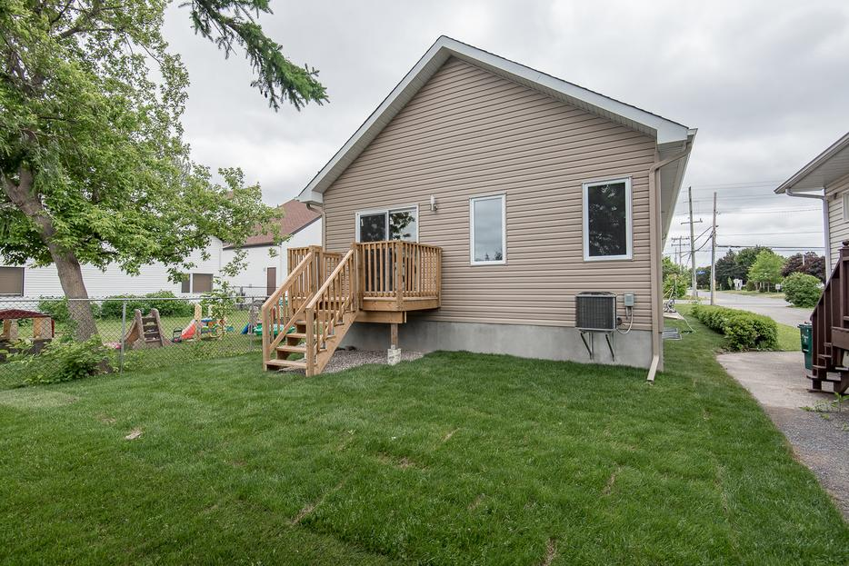 Modern home with in law suite for sale in orleans orleans for House with inlaw suite for sale