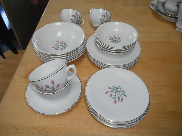 32 piece Wedgwood china
