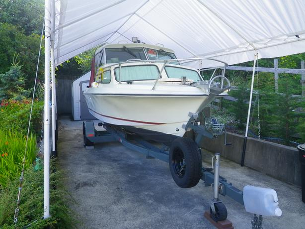 19 FOOT GLASPLY CUDDY CABIN BOAT WITH TRAILER.