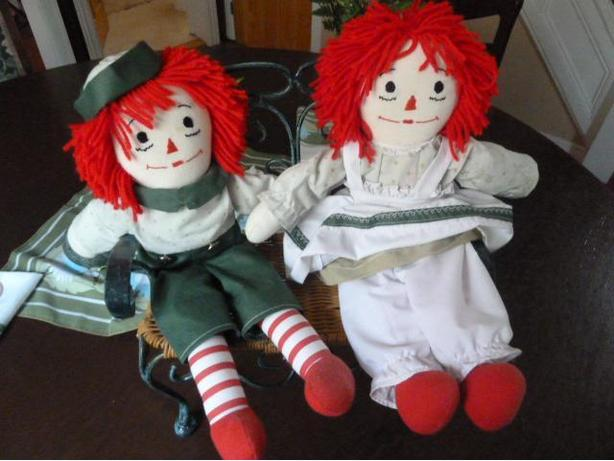 Handmade Raggedy Ann and Raggedy Andy doll with bench