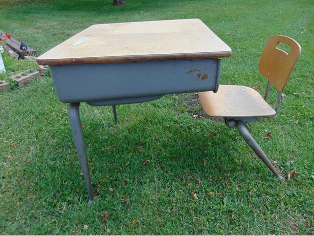 VINTAGE CHILD SCHOOL DESK