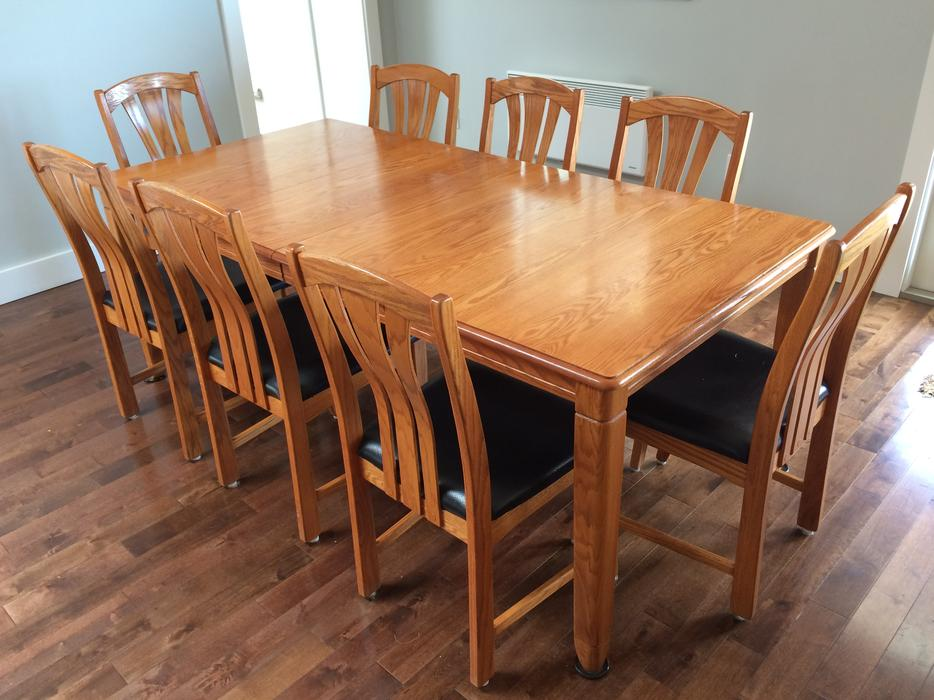 Hutch dining room table 8 chairs central saanich victoria for Dining room tables victoria