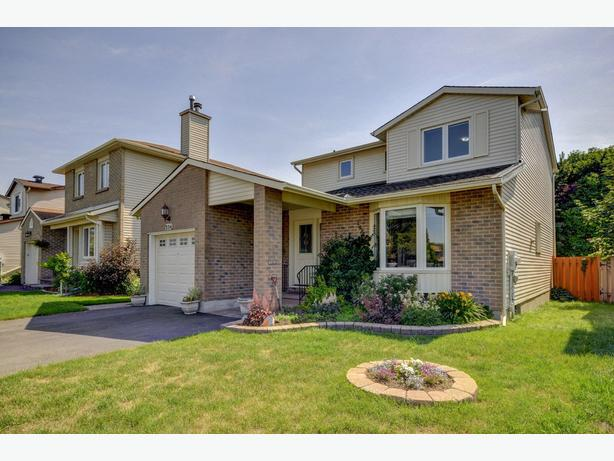 356 Cottonwood - Gorgeous 3 Bedroom in Orleans with Bay Window at Back