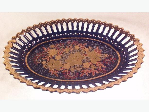 Cobalt gold-trimmed reticulated dish