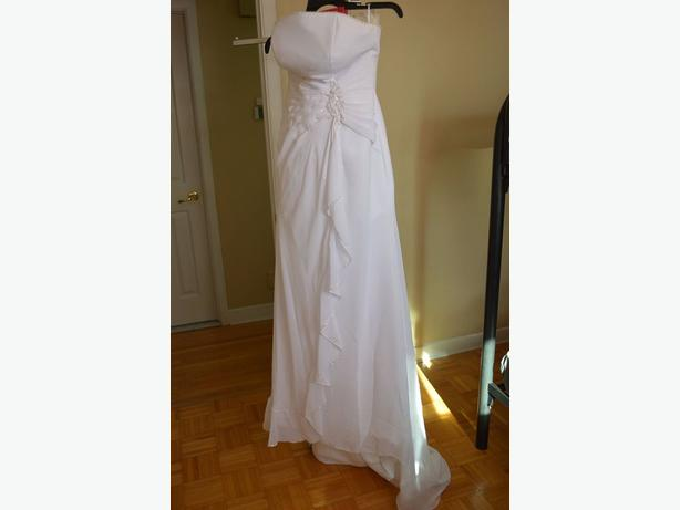 NEW SIZE 8 WEDDING DRESS