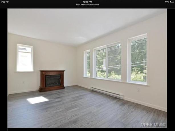 WANTED: roommate for two bedroom condo 10 minute walk from Royal Roads Universty