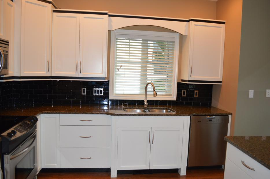 Kitchen cabinets and island with countertops west shore for Kitchen cabinets york region
