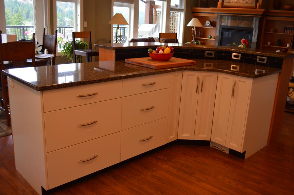 Kitchen cabinets and island with countertops west shore for Kitchen cabinets kamloops