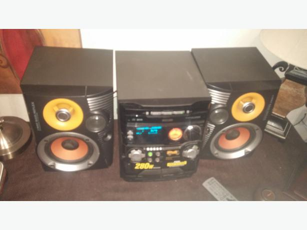PHILIPS 280 W STEREO SYSTEM 3 CD/2 CASSETTE PLAYERS/AND RADIO ALL WORK