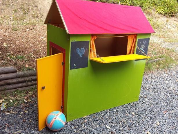 Children's playhouse/puppet theatre