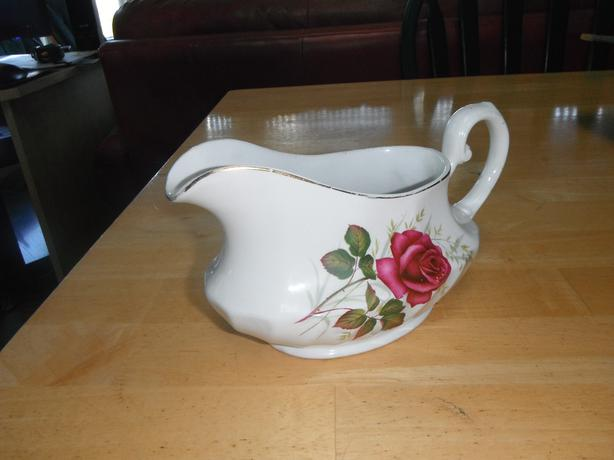 Ridgway Anniversary Rose gravy boat