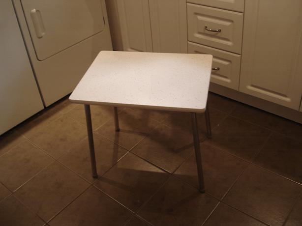 Retro children table - white w chrome legs