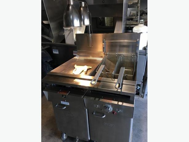 (FOOD TRUCK) DEEP FRYER WITH FRY DUMP STATION/FILTER.