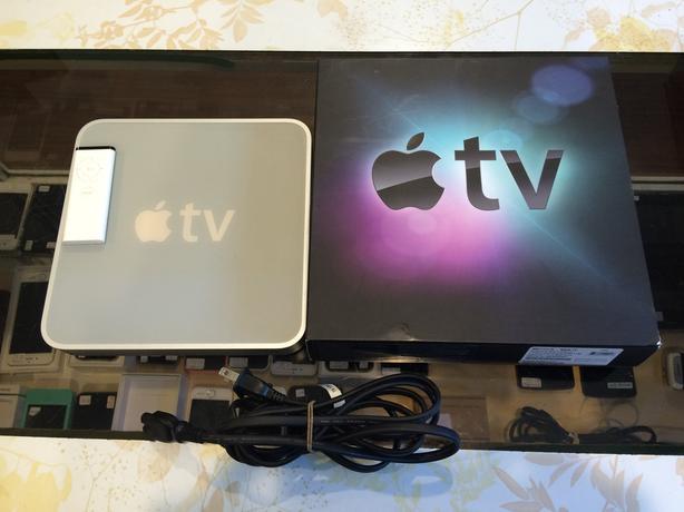 special macintosh 1st gen apple tv 160 gb hd running. Black Bedroom Furniture Sets. Home Design Ideas