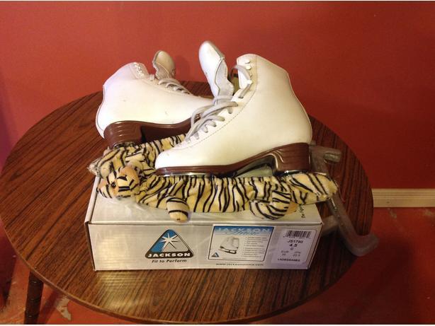 Jackson Figure skates 4.5