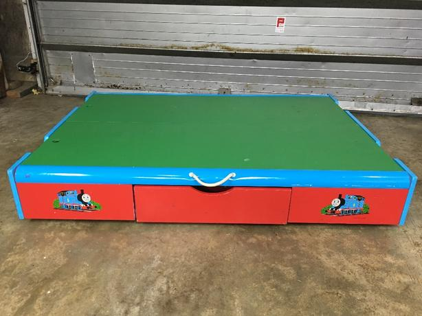 Thomas the tankengine train table