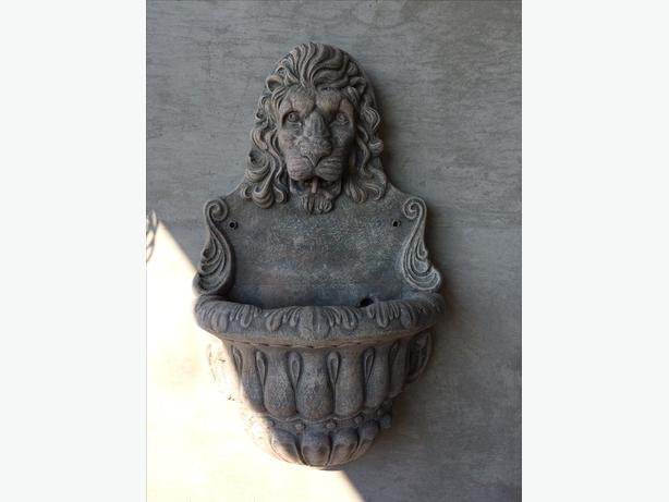 Large concrete ornnament lion head / lion water fountain